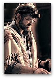 Rabbi_reading_the_Torah