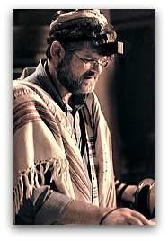 Rabbi_reading_the_Torah