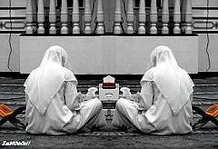 Muslims_pondering_the_Quran